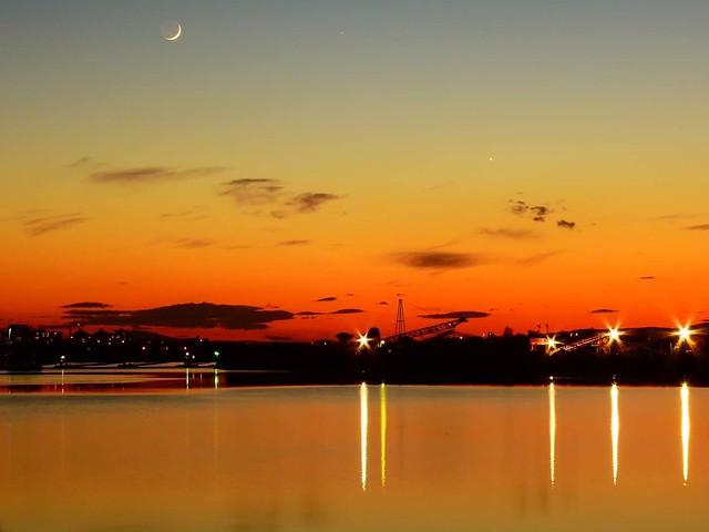 Waxing Crescent 4.4%, Venus, Mercury, Elnath