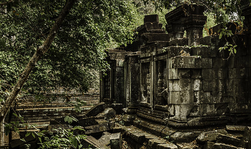 khmer temples hundu buddhist derelict relics ruins abandoned overgrown kingdoms realms cities 12century angkor boengmealea siemreap