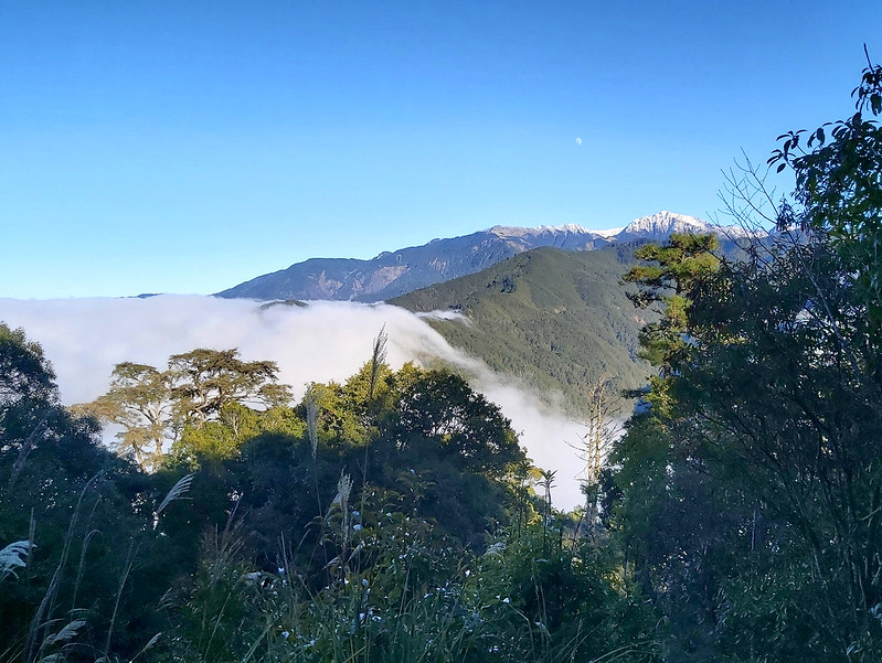 ROMA: moon, Mt. Nanhun, and sea of clouds