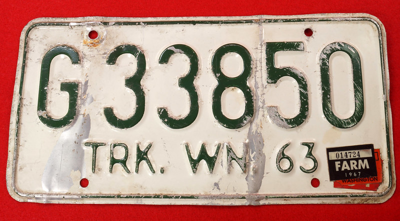 RD8105 Vintage 1963 Washington Truck License Plate G33850 1967 FARM Sticker DSC05635
