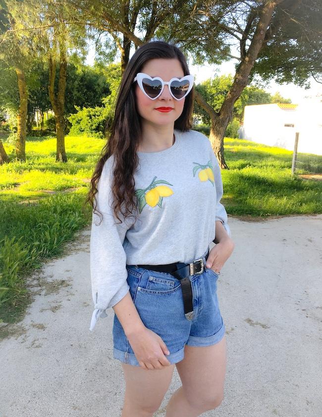 look-sweat-gris-citrons-short-jean-mom-nike-air-max-90-blog-mode-la-rochelle-