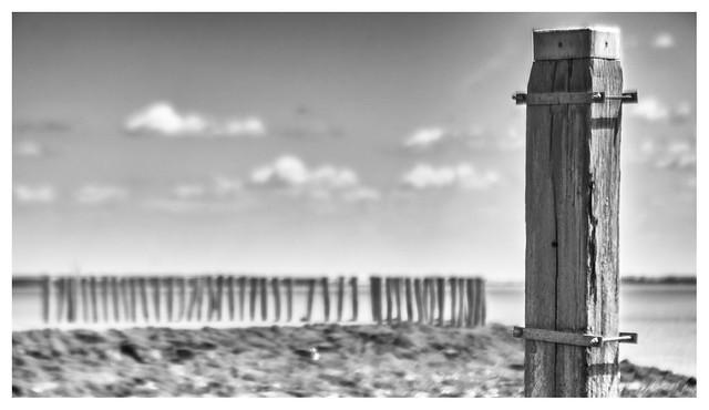 Mooring post