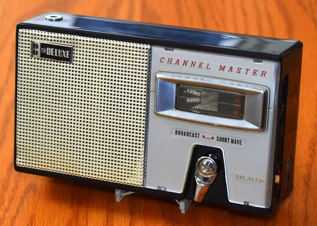 Vintage Channel Master Transistor Radio, Model 6512, Two-Bands (AM & SW), 8 Transistors, Detachable Telescopic Antenna, Made By Sanyo In Japan, Circa 1959