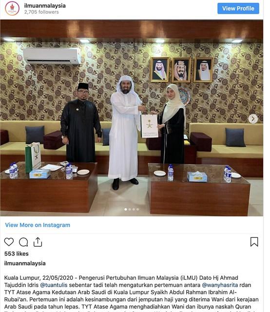 Wany Hasrita & Ibu Terima Naskah Al -Quran Daripada Raja Salman