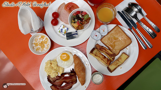 studio-m-hotel-singapore-breakfast