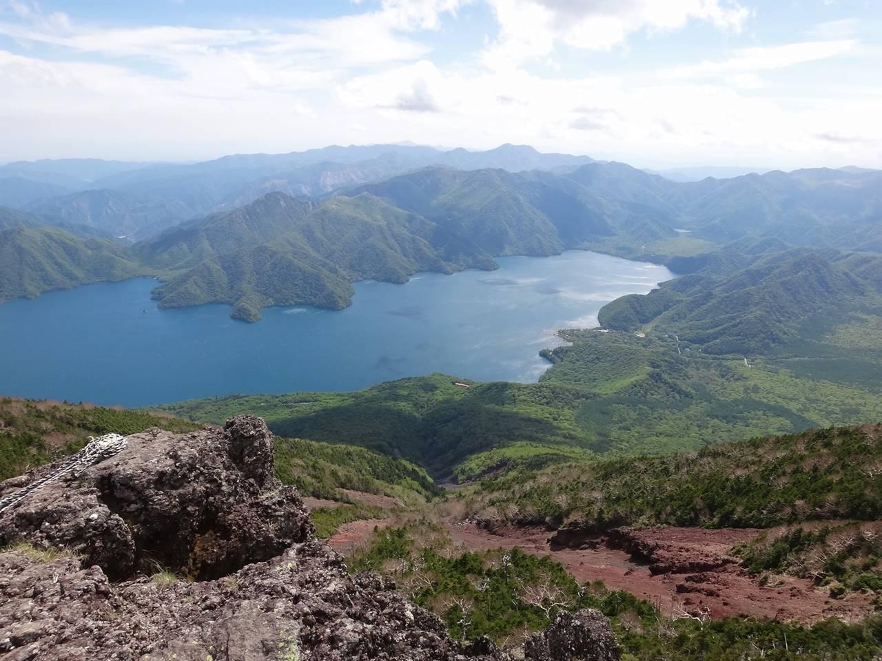 男体山から眺める中禅寺湖