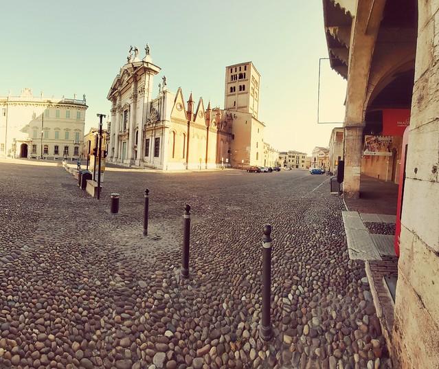 Duomo di Mantova in piazza Sordello