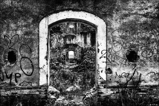 Pas après pas, porte après porte... / Step by spep, door after door...