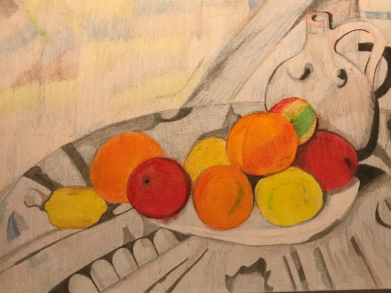 Daniela Valencia ( fruita i gerra en una taula )