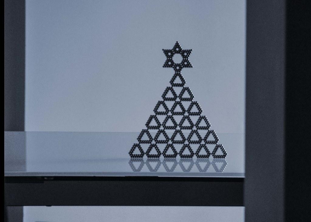 Christmas tree (tetramag)