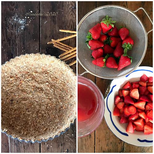 making strawberry pie