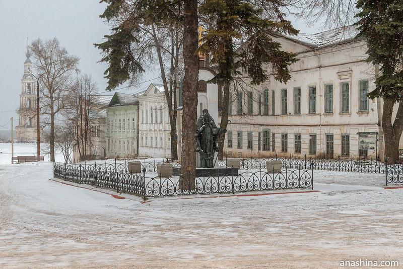Улица Карла Маркса, Калязинская колокольня, памятник святому Макарию Калязинскому, Калязин