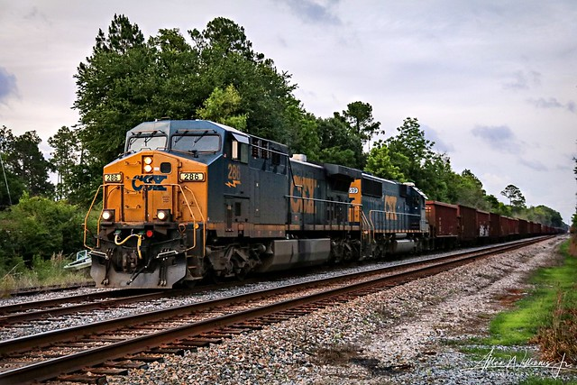 W089 at DuPont with ballast loads for the Bowline with an AC44 and SD50-3.