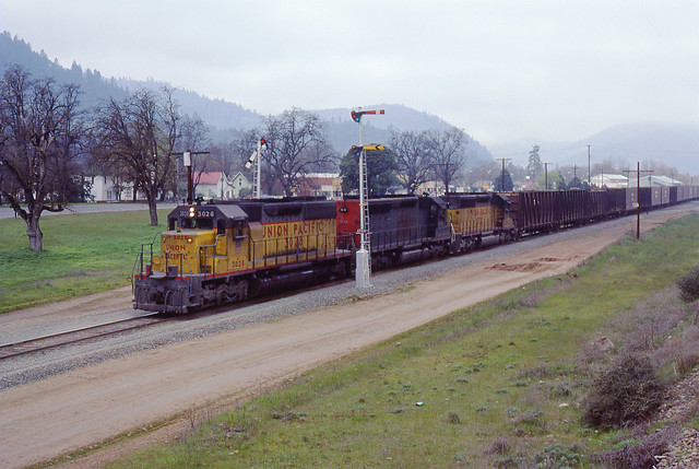 SP Southern Pacific MERVM UP SD40-2 #3028 Westbound Gold Hill, OR Siskiyou Line 04-02-80