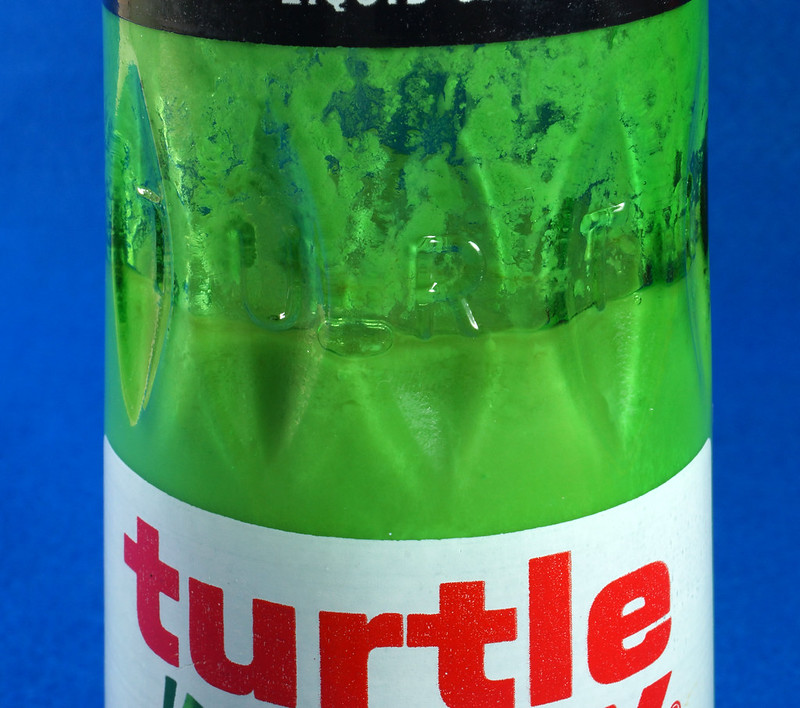 RD28734 Vintage 1974 High Gloss Turtle Wax Car Wax 18 Oz. Green Glass Bottle Made In USA T-123 DSC05863
