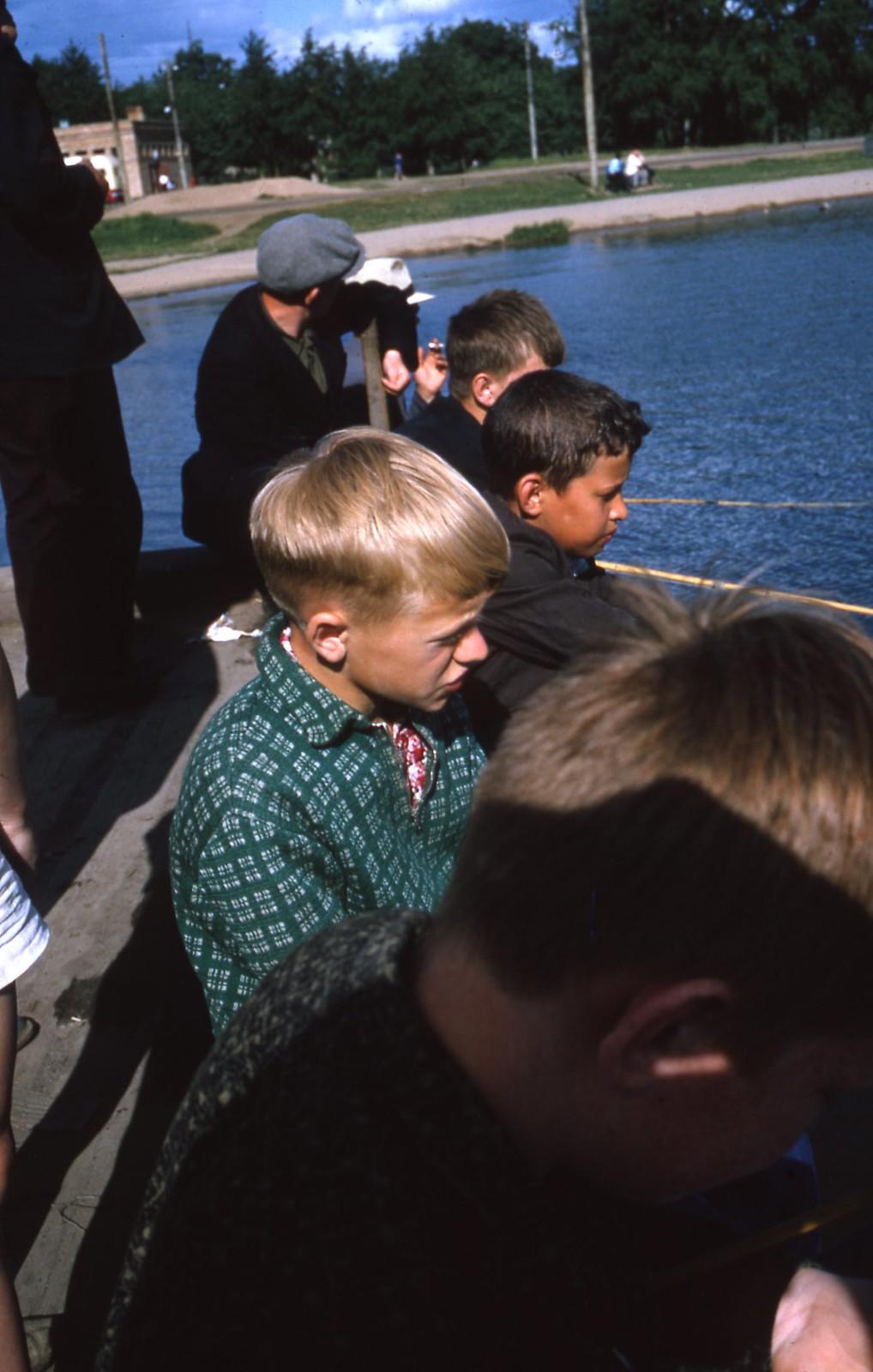 hammond-MA10-Ostankino-people-sunbathing-and-fishing-028