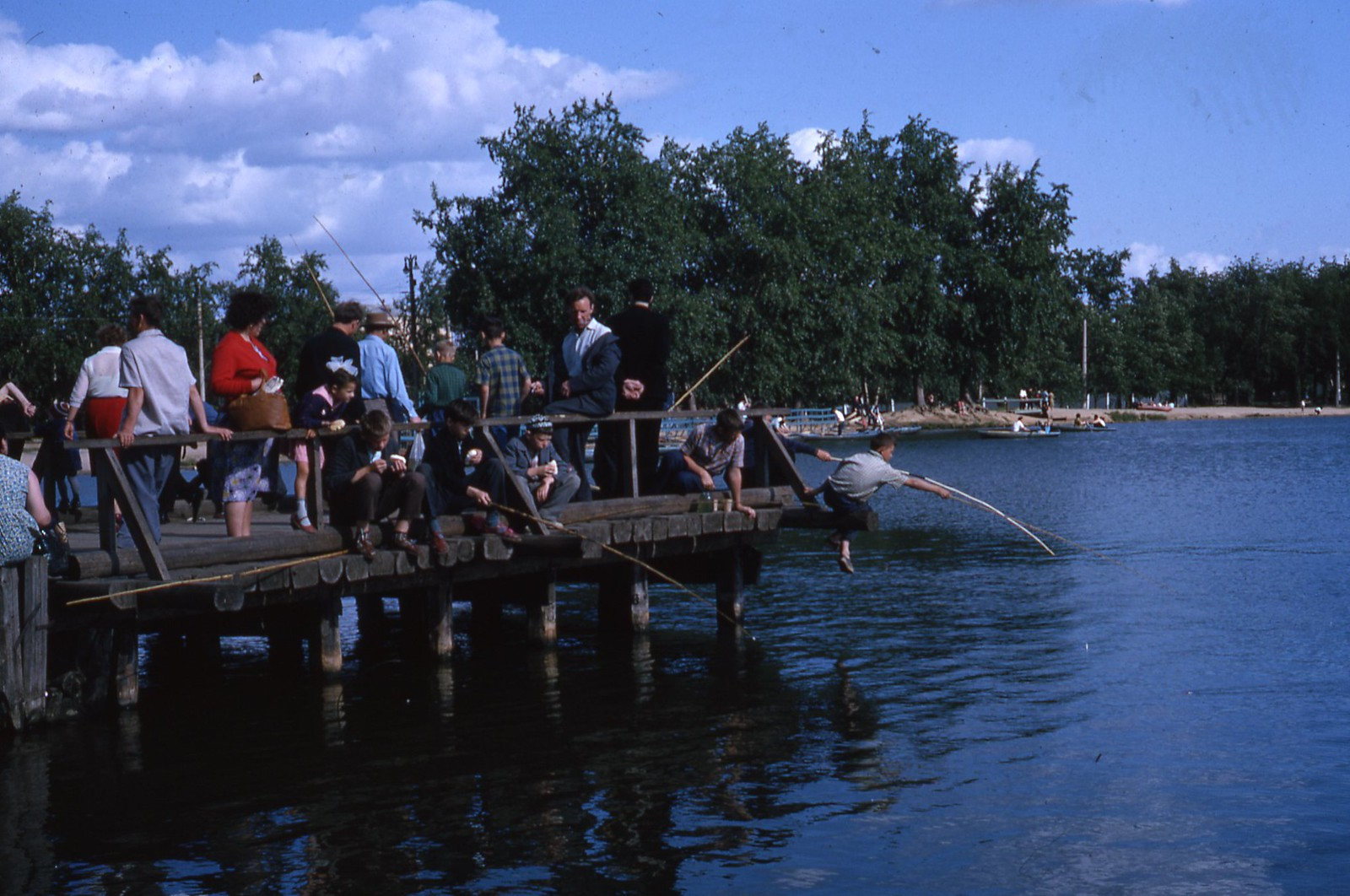 hammond-MA10-Ostankino-people-sunbathing-and-fishing-027