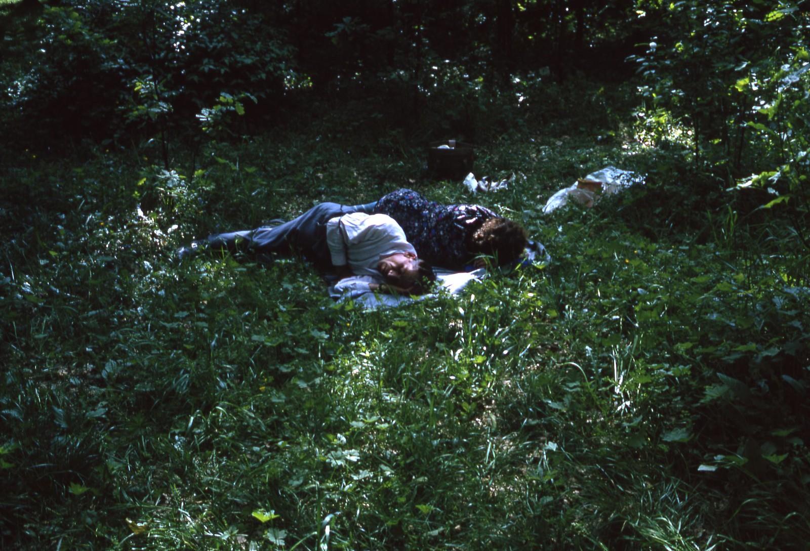 hammond-MA10-Ostankino-people-sunbathing-and-fishing-013