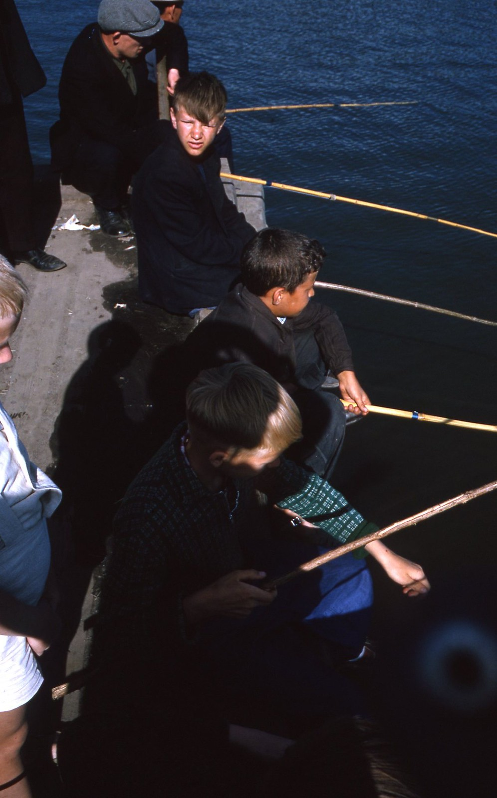 hammond-MA10-Ostankino-people-sunbathing-and-fishing-010