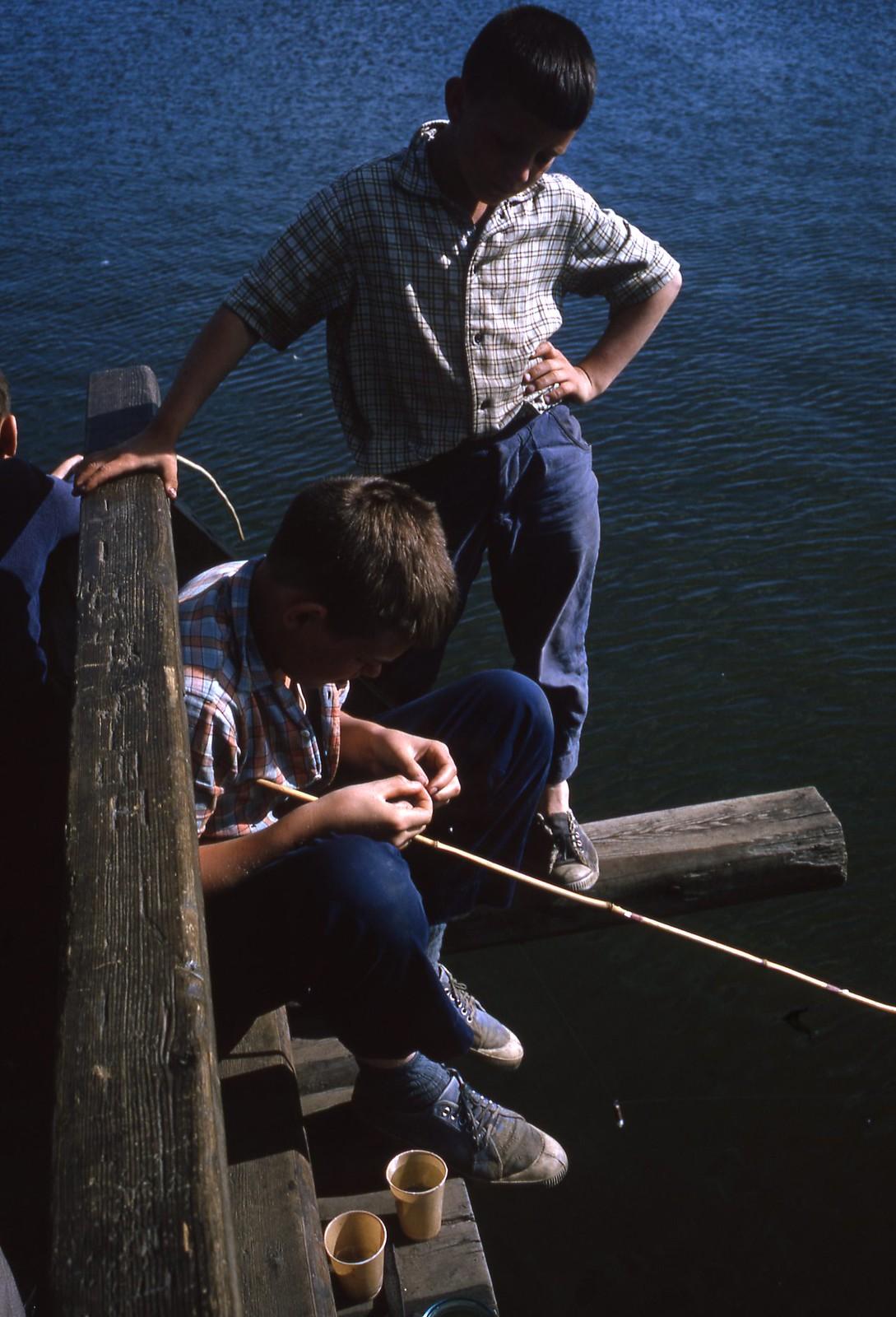 hammond-MA10-Ostankino-people-sunbathing-and-fishing-003