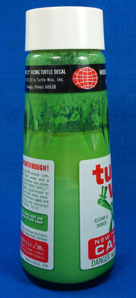 RD28734 Vintage 1974 High Gloss Turtle Wax Car Wax 18 Oz. Green Glass Bottle Made In USA T-123 DSC05860