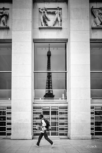 le vendeur de Tour Eiffel