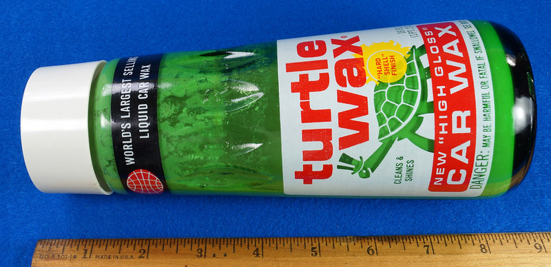 RD28734 Vintage 1974 High Gloss Turtle Wax Car Wax 18 Oz. Green Glass Bottle Made In USA T-123 DSC05855