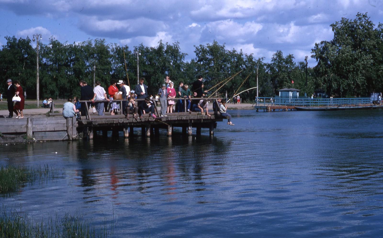 hammond-MA10-Ostankino-people-sunbathing-and-fishing-025