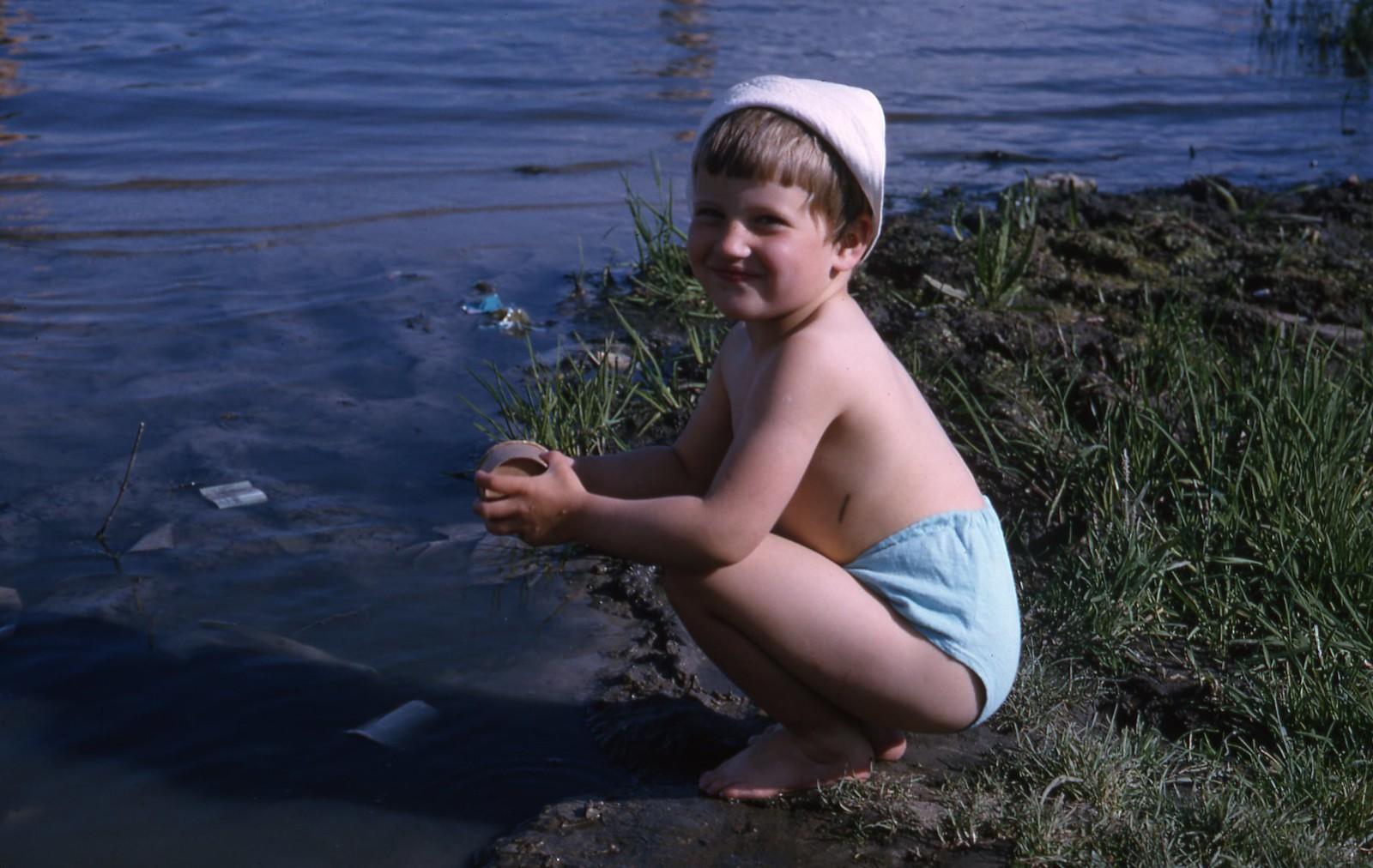 hammond-MA10-Ostankino-people-sunbathing-and-fishing-024