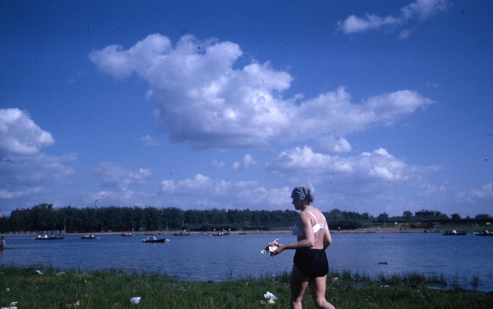 hammond-MA10-Ostankino-people-sunbathing-and-fishing-023