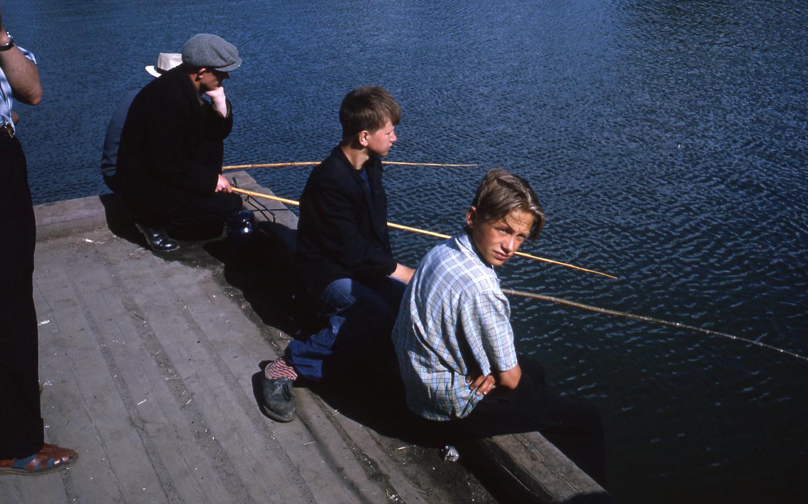 hammond-MA10-Ostankino-people-sunbathing-and-fishing-022