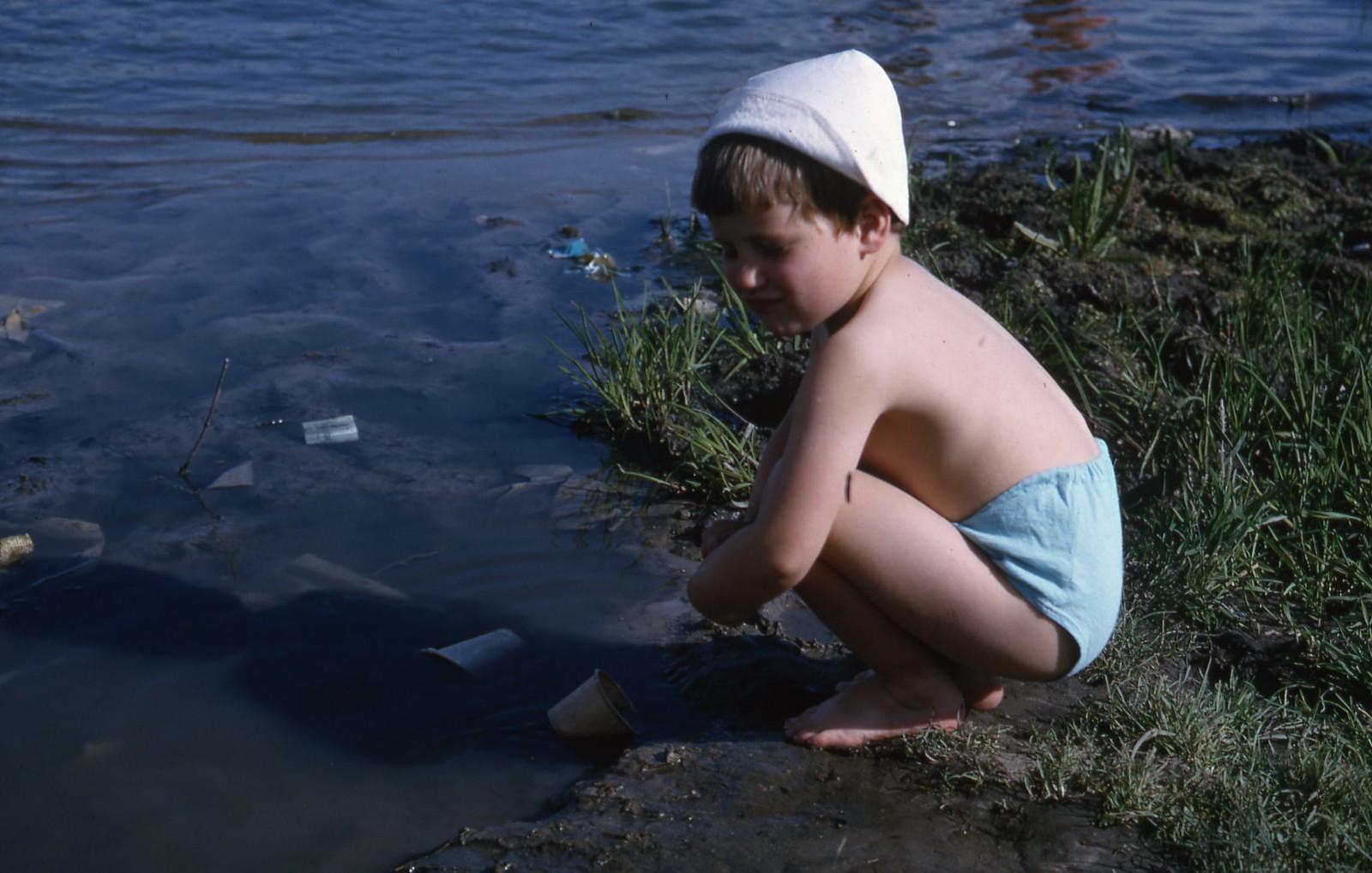 hammond-MA10-Ostankino-people-sunbathing-and-fishing-012