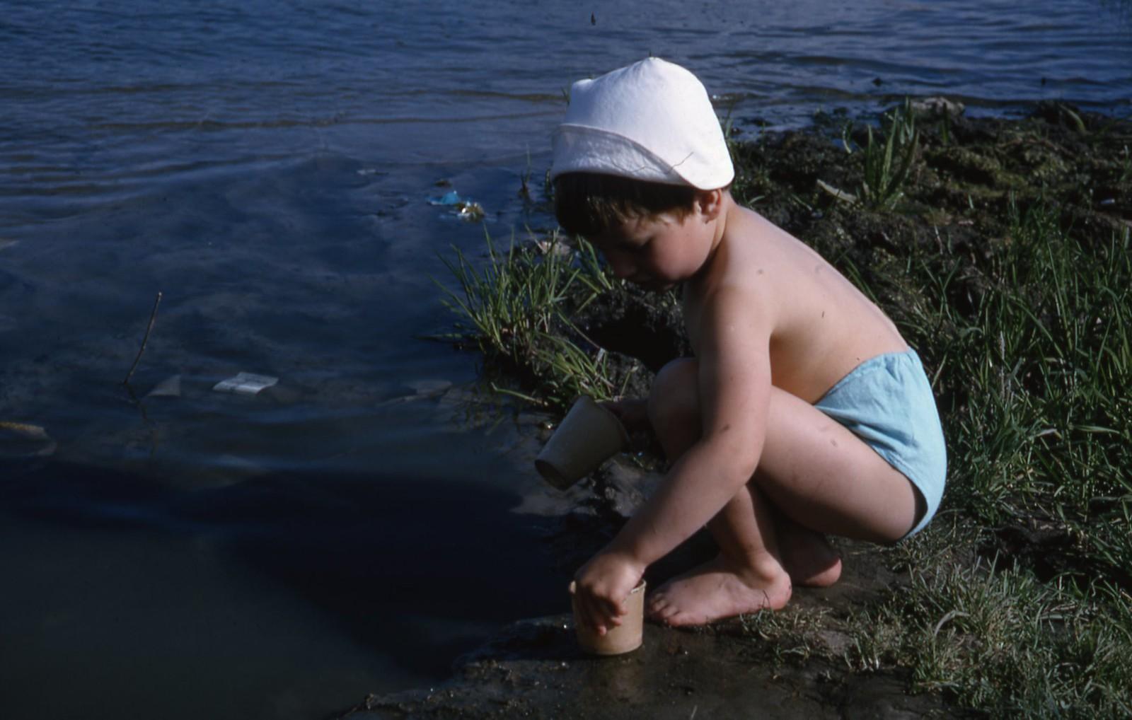 hammond-MA10-Ostankino-people-sunbathing-and-fishing-008