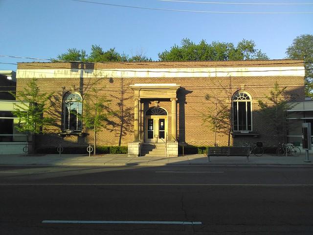 Dufferin/St. Clair Library #toronto #torontopubliclibrary #library #dufferinstclairlibrary #dufferinstreet #corsoitalia