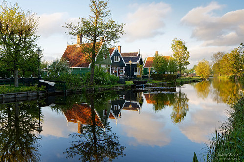 eveningsun house building architecture tree village landscape zaanseschans dutch dutchheritage netherlands outdoors nikon d7500 reflection sky cloud openairmuseum travel traveldestination