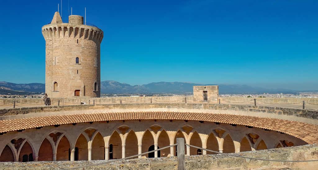 Bezienswaardigheden Palma de Mallorca: Castell de Bellver | Mooistestedentrips.nl