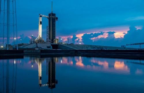 Lanzamiento de la cápsula Dragon Crew propulsada por un cohete Falcon 9 de Space X