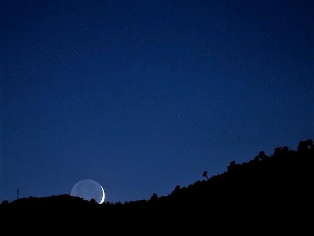 Crescent Moonset...