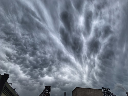 mammatus clouds cloud cloudscape unstable sky skywatching weather weatherwatch nature naturephotography naturelovers natureseekers view image imageof imagecapture photography photoof naturalwonders scunthorpe northlincs northlincolnshire lincolnshire nlincs outdoors outside