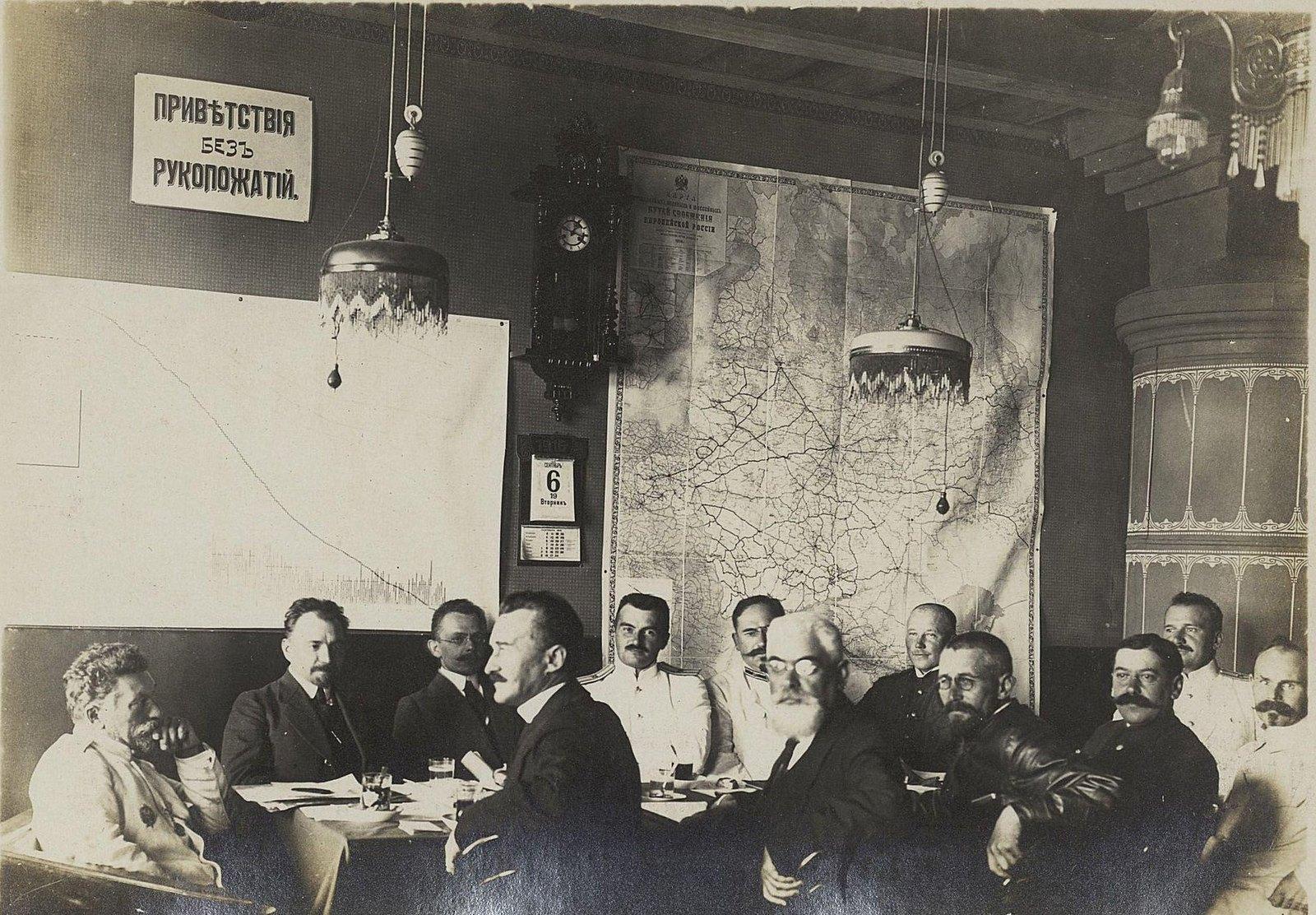 18. Заседание начальников отделов и частей в кабинете управляющего Владивостокскими временными мастерскими. 1916