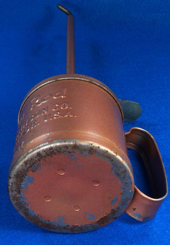 RD28923 Vintage Golden Rod Dutton-Lainson Hastings, Nebr. Old Script 1 Pint Oil Can with Paper Label DSC05961