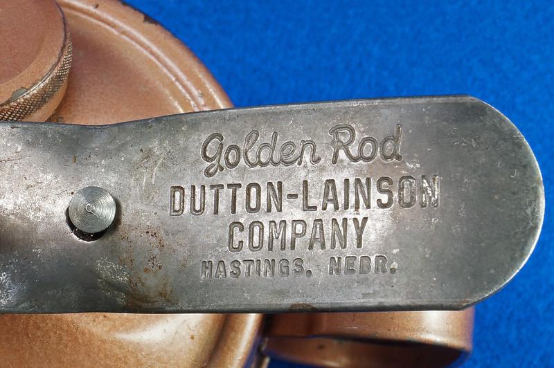 RD28923 Vintage Golden Rod Dutton-Lainson Hastings, Nebr. Old Script 1 Pint Oil Can with Paper Label DSC05962