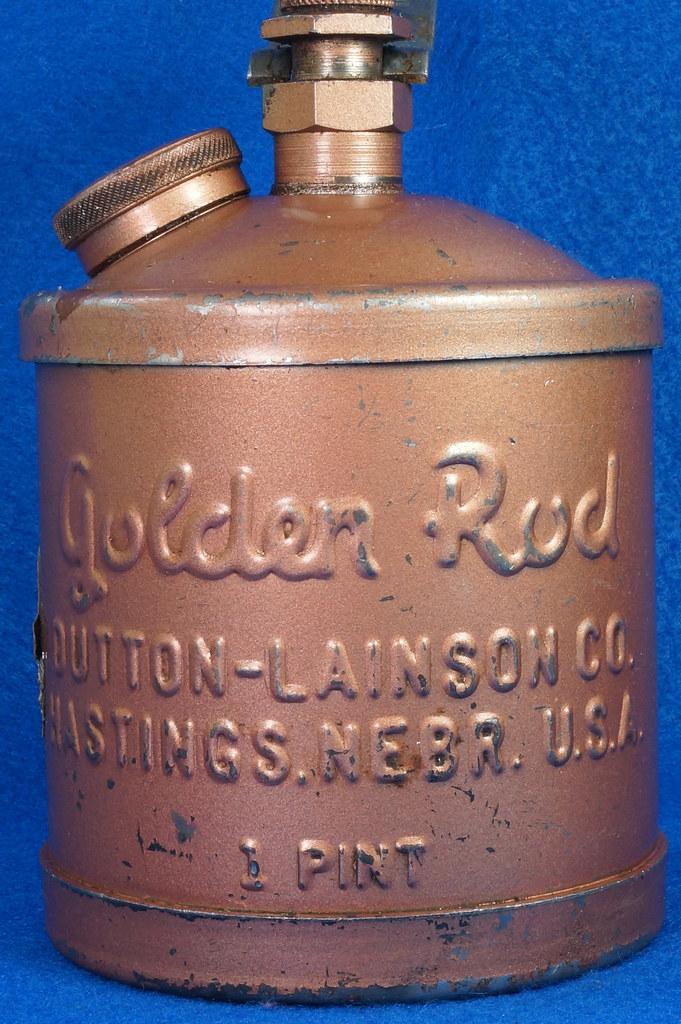 RD28923 Vintage Golden Rod Dutton-Lainson Hastings, Nebr. Old Script 1 Pint Oil Can with Paper Label DSC05960