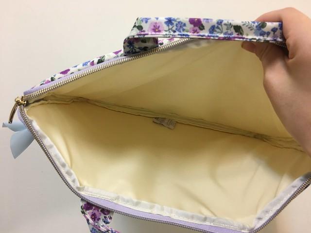 內部很簡單,什麼都沒有@ELECOM水彩花卉手提收納袋