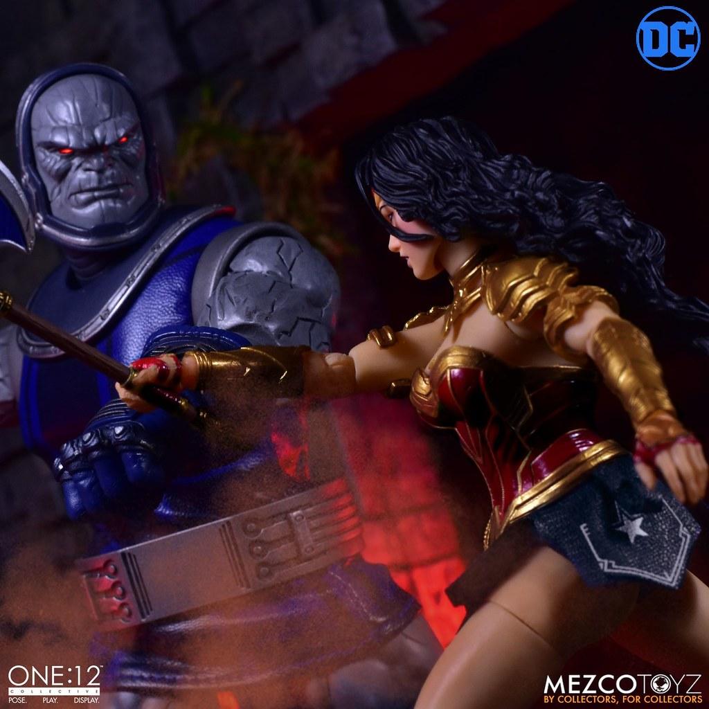 身為亞馬遜戰士的光榮姿態! MEZCO ONE:12 COLLECTIVE 系列 DC Comics【神力女超人】Wonder Woman 可動人偶