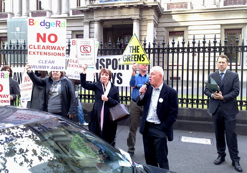 Bridge Road traders protest against Clearways - May 2010