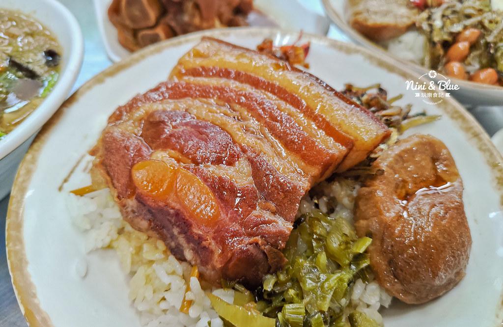 草屯菜市場口爌肉飯豬腳便當20