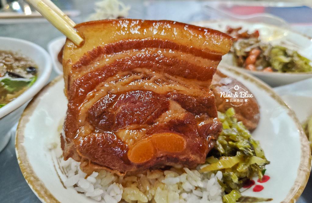 草屯菜市場口爌肉飯豬腳便當19