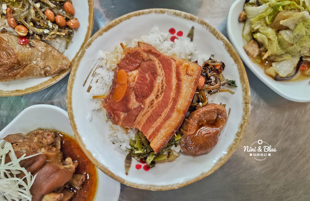 草屯菜市場口爌肉飯豬腳便當12