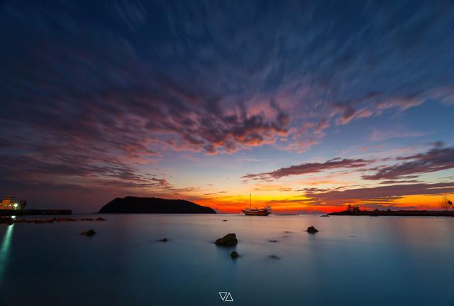 View of Koh tea nai silhouette with sunset light take photo from Phangan island, Thailand
